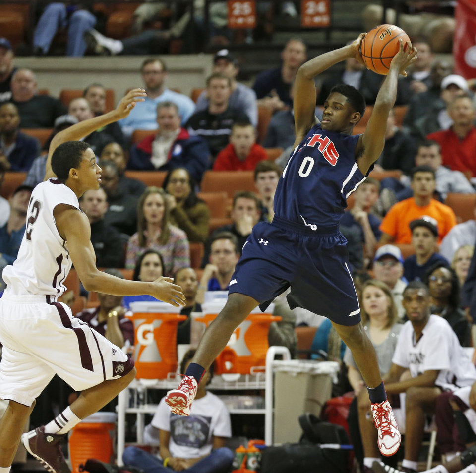 Photo - Beaumont Central guard/forward Tyrin Atwood (12) rushed to defend Dallas Kimball guard Jawun Evans (0) as he catches a pass during the second half of their boys basketball Class 4A state semifinal on Thursday March 6, at the Frank Erwin Center in  Austin, Tx. Kimball won the game over Beaumont Central,  60-56. (Michael Ainsworth/The Dallas Morning News)