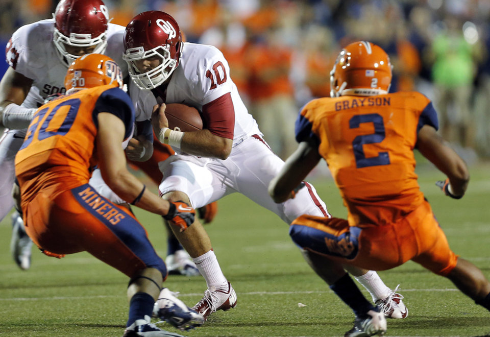 Oklahoma Sooners quarterback Blake Bell (10) runs past the UTEP defense during the college football game between the University of Oklahoma Sooners (OU) and the University of Texas El Paso Miners (UTEP) at Sun Bowl Stadium on Sunday, Sept. 2, 2012, in El Paso, Texas.  Photo by Chris Landsberger, The Oklahoman