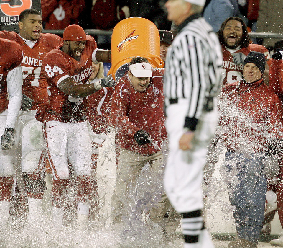 OU's Quentin Chaney dunks head coach Bob Stoops after OU's win in the Big 12 Championship college football game between the University of Oklahoma Sooners (OU) and the University of Missouri Tigers (MU) on Saturday, Dec. 6, 2008, at Arrowhead Stadium in Kansas City, Mo.   PHOTO BY BRYAN TERRY, THE OKLAHOMAN