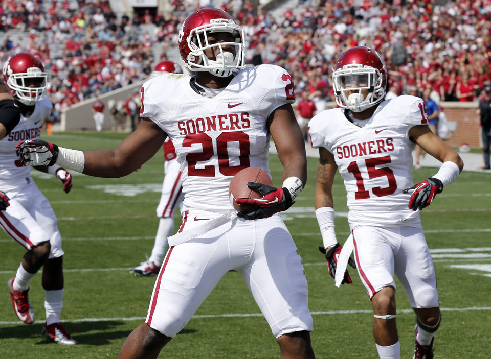 Photo - University of Oklahoma player Frank Shannon scores a touchdown April 13 during the annual spring game at Gaylord Family — Oklahoma Memorial Stadium  in Norman. Photo by Steve Sisney, The Oklahoman
