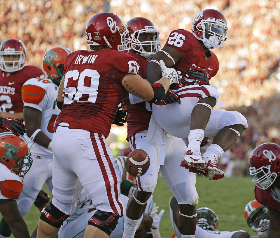 Photo - Oklahoma's Damien Williams (26) celebrates with Geneo Grissom (85), and Bronson Irwin (68) after a touchdown during the college football game between the University of Oklahoma Sooners (OU) and Florida A&M Rattlers at Gaylord Family—Oklahoma Memorial Stadium in Norman, Okla., Saturday, Sept. 8, 2012. Photo by Bryan Terry, The Oklahoman