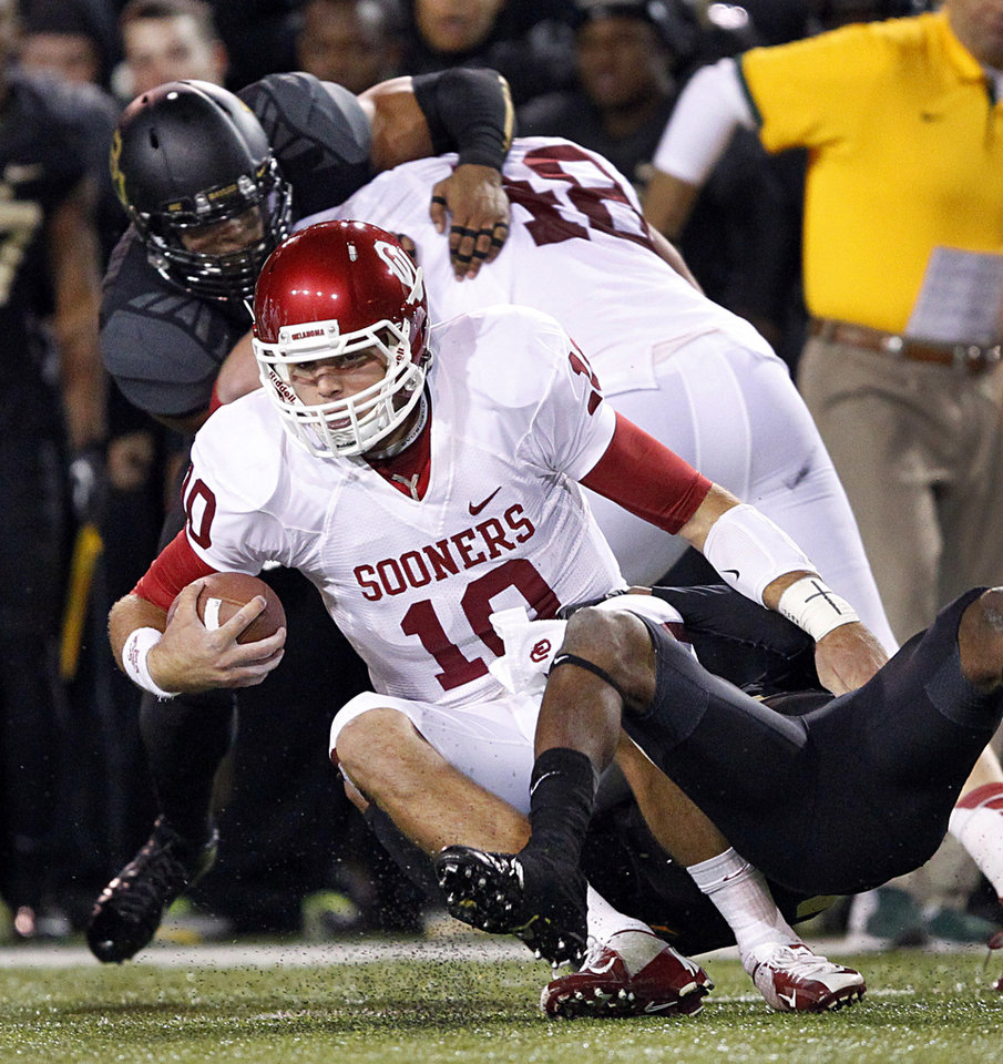 Oklahoma quarterback Blake Bell will switch to tight end next season. (AP Photo/The Dallas Morning News, Tom Fox)