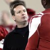 Photo - OU / COLLEGE FOOTBALL / SPRING PRACTICE: Oklahoma Sooners head coach Bob Stoops talks with players during practice at the Everest Training Facility on the University of Oklahoma campus in Norman on Monday, March 8, 2010. Photo by John Clanton, The Oklahoman ORG XMIT: KOD