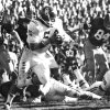 In this Nov. 15, 1975 file photo, University of Oklahoma quarterback Steven Davis (5) sweeps for a 15-yard gain against Missouri in Columbia, Mo. A University of Oklahoma official says the starting quarterback for Oklahoma\'s national championship teams in 1974 and 1975 is one of two men killed when a small plane slammed into a house in northern Indiana. St. Joseph County Coroner Randy Magdalinski identified the victims of Sunday\'s march 17, 2013 crash as 60-year-old Steven Davis and 58-year-old Wesley Caves, both of Tulsa, Okla. (AP Photo/The Oklahoman, Jim Arego, File)