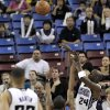 Sacramento Kings\' Bobby Jackson (24) shoots over Oklahoma City Thunders\' Earl Watson (25) in overtime during an NBA basketball game in Sacramento, Calif., Sunday, Feb. 1, 2009. (AP Photo/Thearon W. Henderson)