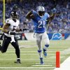 Photo - Detroit Lions running back Reggie Bush (21) scores ahead of Baltimore Ravens inside linebacker Daryl Smith (51) for a 14-yard touchdown during the first quarter of an NFL football game in Detroit, Monday, Dec. 16, 2013. (AP Photo/Rick Osentoski)
