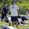 Titans offensive lineman Byron Bell dislocates...