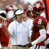 Bob Stoops talks to Oklahoma\'s Julian Wilson (2) during the college football game between the University of Oklahoma Sooners (OU) and the University of Louisiana Monroe Warhawks (ULM) at the Gaylord Family Memorial Stadium on Saturday, Aug. 31, 2013 in Norman, Okla. Photo by Chris Landsberger, The Oklahoman