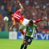 Photo -   Albert Riera of Galatasaray,top, and Alan of Sporting Braga fight for the ball during their Champions League soccer match in Istanbul, Turkey, Tuesday, Oct. 2, 2012.(AP Photo)