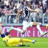 Photo - Juventus midfielder Arturo Vidal, of Chile, top,  challenges for the ball with Chievo Verona's Adrian Stoian during a Serie A soccer match between Juventus and Chievo Verona, at the Juventus stadium, in Turin, Italy, Sunday, Feb. 16, 2014. (AP Photo/Massimo Pinca)