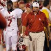 Oklahoma\'s DeMarco Murray (7) and coach Bob Stoops walk the sideline in the closing minute of the college football game between the University of Oklahoma Sooners (OU) and the University of Missouri Tigers (MU) on Saturday, Oct. 23, 2010, in Columbia, Mo. Oklahoma lost the game 36-27. Photo by Chris Landsberger, The Oklahoman