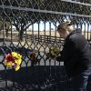 Kelli Pearson of Rowlett, attaches a bouquet of yellow roses to the front gate of Southfork Ranch, setting for TV show