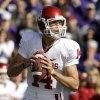 Photo - The University of Oklahoma announced on Friday, that Heisman-winning quarterback Sam Bradford will return from injury and start against Baylor on Saturday in Norman. AP PHOTO
