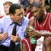 Photo - Oklahoma's head Coach Kelvin Sampson (left) talks with Terrell Everett during the second half of their game against Tulsa at Donald W. Reynolds Center in Tulsa on Nov. 30, 2005. by John Clanton/The Oklahoman.