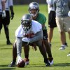 Photo -   Tampa Bay Buccaneers quarterback Josh Freeman, right, and offensive guard Jeremy Zuttah work out during NFL football practice, Thursday, June 14, 2012, in Tampa, Fla.(AP Photo/Brian Blanco)