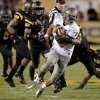 Photo -   Oregon quarterback Marcus Mariota (8) scrambles for yardage as he is pursued by Arizona State defenders during the first half of an NCAA college football game, Thursday, Oct. 18, 2012, in Tempe, Ariz. (AP Photo/Matt York)