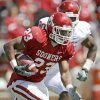 SPRING FOOTBALL GAME: OU\'s Jermie Calhoun runs during the University of Oklahoma\'s Red-White college football game at The Gaylord Family -- Oklahoma Memorial Stadium in Norman, Okla., Saturday, April 11, 2009. Photo by Bryan Terry, The Oklahoman ORG XMIT: KOD