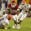Oklahoma\'s Chris Brown (29) rushes past Florida\'s Carlos Dunlap (8) and Brandon Hicks (40) during the first half of the BCS National Championship college football game between the University of Oklahoma Sooners (OU) and the University of Florida Gators (UF) on Thursday, Jan. 8, 2009, at Dolphin Stadium in Miami Gardens, Fla. PHOTO BY NATE BILLINGS, THE OKLAHOMAN