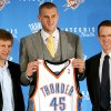 Photo - Rookie Thunder center Cole Aldrich, center, holds his Oklahoma City jersey with coach Scott Brooks and general manager Sam Presti. PHOTO BY JOHN CLANTON, THE OKLAHOMAN