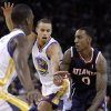 Atlanta Hawks\' Jeff Teague, right, drives the ball against Golden State Warriors\' Stephen Curry during the first half of an NBA basketball game Wednesday, Nov. 14, 2012, in Oakland, Calif. (AP Photo/Ben Margot)