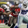 Dallas Cowboys running back DeMarco Murray (29) gets past Tampa Bay Buccaneers linebacker Mason Foster (59)during the second half of an NFL football game on Sunday, Sept. 23, 2012, in Arlington, Texas. (AP Photo/LM Otero)