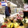 Customer Roy Wallace, Oklahoma City, picking up flowers the day before Valentine\'s Day at Buy For Less in Oklahoma City, Friday, Feb. 13, 2009. BY PAUL B. SOUTHERLAND, THE OKLAHOMAN