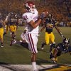 Oklahoma\'s James Hanna (82) catches the ball for a touchdown during the second half of the college football game between the University of Oklahoma Sooners (OU) and the University of Missouri Tigers (MU) on Saturday, Oct. 23, 2010, in Columbia, Mo. Oklahoma lost the game 36-27. Photo by Chris Landsberger, The Oklahoman ORG XMIT: KOD