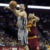 San Antonio Spurs guard Manu Ginobili, of Argentina, shoots in front of Cleveland Cavaliers guard Shaun Livinston during the first half of an NBA basketball game Saturday, March 16, 2013, in San Antonio. (AP Photo/ Bahram Mark Sobhani)