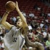 FORMER UNIVERSITY OF OKLAHOMA / OU: Los Angeles Clippers\' Blake Griffin, left, shoots over Los Angeles Lakers\' Chinemelu Elonu during an NBA summer league basketball game in Las Vegas on Monday, July 13, 2009. (AP Photo/Laura Rauch) ORG XMIT: NVLR107