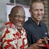 OU / UNIVERSITY OF OKLAHOMA / COLLEGE FOOTBALL: Oklahoma Heisman Trophy winners Billy Sims and Jason White get a laugh as they signs autographs during the Bevo Bash on Friday, Oct. 12, 2012, in Marietta, Okla. Photo by Chris Landsberger, The Oklahoman