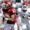 SPRING FOOTBALL GAME: OU\'s Mossis Madu runs the ball during the University of Oklahoma\'s Red-White college football game at The Gaylord Family -- Oklahoma Memorial Stadiumin Norman, Okla., Saturday, April 11, 2009. Photo by Bryan Terry, The Oklahoman ORG XMIT: KOD