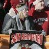 UNIVERSITY OF OKLAHOMA / COLLEGE FOOTBALL / FANS: Lauren Leete of Wichita, KS, hold up a
