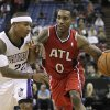 Photo -   Atlanta Hawks guard Jeff Teague, right, tries to drive against Sacramento Kings guard Isaiah Thomas during the first half of an NBA basketball game in Sacramento, Calif., Friday, Nov. 16, 2012. (AP Photo/Rich Pedroncelli)