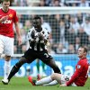 Photo -   Newcastle United's Cheick Tiote, centre, reacts after a challenge from Manchester United's Wayne Rooney, right, during their English Premier League soccer match at the Sports Direct Arena, Newcastle, England, Sunday, Oct. 7, 2012. (AP Photo/Scott Heppell)