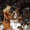 UNIVERSITY OF OKLAHOMA / OU / WOMEN\'S COLLEGE BASKETBALL: Oklahoma forward Amanda Thompson, right, drives past Texas guard Kathleen Nash on the way to the basket in the second half of an NCAA college basketball game on Sunday, Jan. 25, 2009, in Norman, Okla. Oklahoma won 89-69. (AP Photo/Alonzo Adams) ORG XMIT: OKAA105