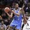 The Thunder's Kevin Durant, left, scored 31 points against the Spurs. AP photo
