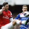 Arsenal\'s Olivier Giroud, left, vies for the ball with Reading\'s Alex Pearce during the English Premier League soccer match between Arsenal and Reading at the Emirates Stadium in London, Saturday, March 30, 2013. (AP Photo/Kirsty Wigglesworth)