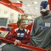 NBA BASKETBALL TEAM / CHARITY / CHRISTMAS: Desmond Mason of the Oklahoma City Thunder helps Annalisa Nolen, 12, shop during a shopping spree at Target in Oklahoma City, Tuesday, Dec. 9, 2008. BY BRYAN TERRY, THE OKLAHOMAN ORG XMIT: KOD