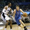 Oklahoma City Thunder\'s Nick Collison (4) makes a move to get around Orlando Magic\'s Dwight Howard, left, during the first half of an NBA basketball game in Orlando, Fla., Friday, Feb. 25, 2011.(AP Photo/John Raoux) ORG XMIT: DOA101
