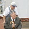 Gene Stipe going into the Federal Courthouse in Muskogee for a hearing on whether he should be sent back to prison, Monday, October 15, 2007. Photo By David McDaniel, The Oklahoman ORG XMIT: KOD
