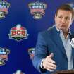 Oklahoma coach Bob Stoops speaks to reporters after arriving in New Orleans on Friday, Dec. 27, 2013. Oklahoma plays Alabama in the Sugar Bowl NCAA college football game on Thursday, Jan. 2, 2014. (AP Photo/Rusty Costanza)