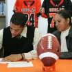 Douglass High School's Destin Stewart signs with the University of Hawaii as his mother Sabena Watts looks on in Oklahoma City, Oklahoma February 4, 2009.  BY STEVE GOOCH, THE  OKLAHOMAN.  ORG XMIT: KOD