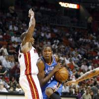 Photo - Oklahoma City Thunder player Kevin Durant (35) drives around Miami Heat's Quentin Richardson (5) during first half of NBA basketball game in Miami, Tuesday,  Nov. 17, 2009. (AP Photo/J Pat Carter) ORG XMIT: AAA106