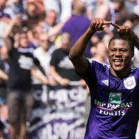 Photo - RSC Anderlecht player Chancel Mbemba  celebrates after scoring during the Jupiler Pro League play-offs match against Sporting Lokeren at the Contstant Vandenstock stadium in Brussels, Sunday May 18, 2014. (AP Photo/Geert Vanden Wijngaert)