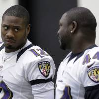 Photo - Baltimore Ravens wide receiver Jacoby Jones, left, chats with teammate Vonta Leach during NFL football practice at the team's training facility in Owings Mills, Md., Thursday, Jan. 24, 2013. The Ravens are scheduled to face the San Francisco 49ers in Super Bowl XLVII in New Orleans on Sunday, Feb. 3. (AP Photo/Patrick Semansky)