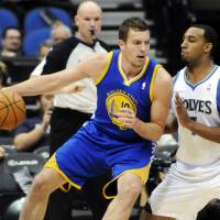 Photo -   Golden State Warriors' David Lee, left, works his way around Minnesota Timberwolves' Derrick Williams in the first half of an NBA basketball game on Friday, Nov. 16, 2012 in Minneapolis. (AP Photo/Jim Mone)