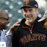 Photo -   Cincinnati Reds manager Dusty Baker, left, laughs with San Francisco Giants manager Bruce Bochy and special assistant Felipe Alou, right, during batting practice in preparation for Game 1 of the National League division baseball series, Thursday, Oct. 4, 2012, in San Francisco. (AP Photo/Ben Margot)
