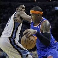 Photo -   New York Knicks' Carmelo Anthony, right, pushes Memphis Grizzlies' Rudy Gay away during the first half of an NBA basketball game in Memphis, Tenn., Friday, Nov. 16, 2012. (AP Photo/Danny Johnston)
