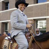 Photo - Charles Barkley, former NBA player and current studio analyst, arrives on horseback for Game 3 of the NBA basketball Western Conference finals playoff series between the San Antonio Spurs and the Oklahoma City Thunder, Thursday, May 31, 2012, in Oklahoma City. (AP Photo/Sue Ogrocki) ORG XMIT: OKKJ101