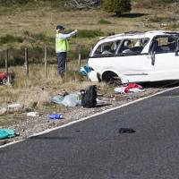 Photo -   Policemen examine the scene of a minivan crash near Turangi, New Zealand, Saturday, May 12, 2012. Three Boston University students who were studying in New Zealand were killed Saturday when their minivan crashed. At least five other students from the university were injured in the accident, including one who was in critical condition. (AP Photo/New Zealand Herald, John Cowpland) NEW ZEALAND OUT, AUSTRALIA OUT